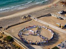תנו צ'אנס לשלום, היום בחוף יפו (צילום: מרכז פרס לשלום)