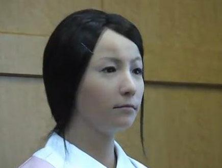 רובוטית אחות (צילום: צילום מסך)