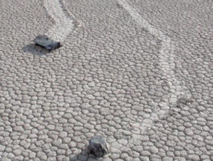 האבנים הזזות, עמק המוות קליפורניה-ארצות הברית
