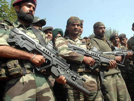 חיילים הודים עם תבור