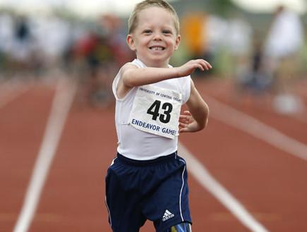 ילד הספורטיבי עם התותבות4 (צילום: צילום מסך)