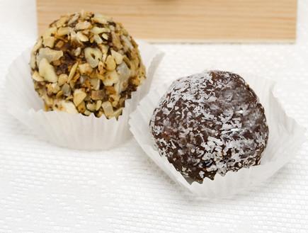 כדורי שוקולד עם פירות יבשים (צילום: יוסי כהן ,יחסי ציבור)
