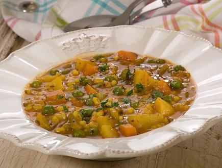מרק ירקות עשיר עם ארטישוק ירושלמי וגריסים (צילום: שחר פליישמן ,מתכון בטוח 2, הוצאת פן וידיעות ספרים)