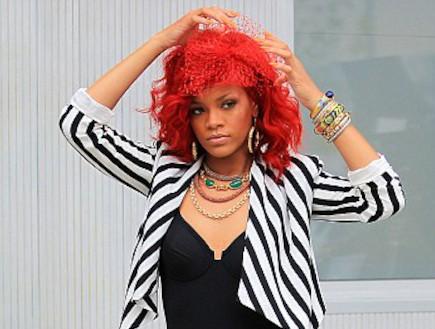 ריהאנה צבעה את השיער