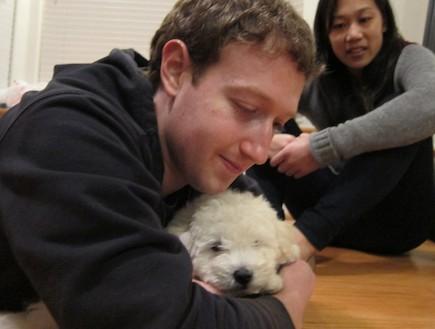 מארק צוקרברג והכלב שלו (צילום: צילום מסך)