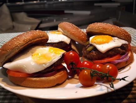 המבורגר (צילום: שי שרף ,7 מנות ל-7 ימים)