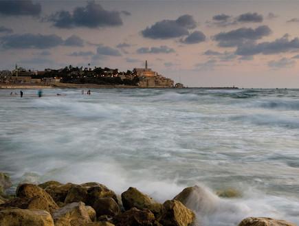 חוף סוער בתל אביב