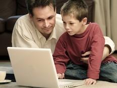 ילד ומחשב