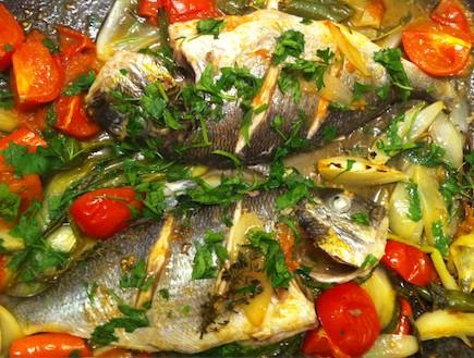 דגים עם ירקות בתנור (צילום: אינה קראבצקי ,mako)
