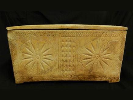 ארון קבורה עתיק (צילום: דוברת רשות העתיקות)