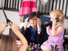 ילדים עושים בלאגן במשרד