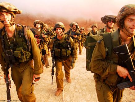 """מילואימניקים חוזרים מלחימה בגבול לבנון (צילום: דן ברונפלד ,דובר צה""""ל)"""