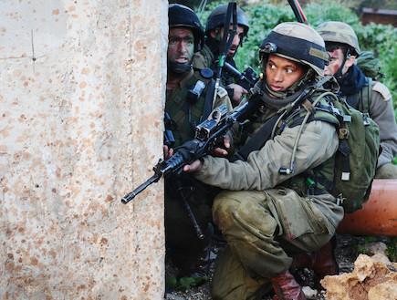 """חייל בלוחמת שטח בנוי (צילום: דובר צה""""ל)"""