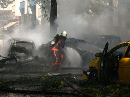 שרידי הרכב שהתפוצץ באנקרה (צילום: רויטרס)