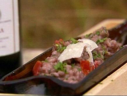 ריזוטו עם יין ברולו ונקניקיות(mako)