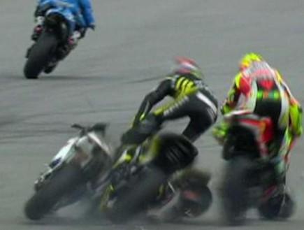 מרקו סימונצ'לי תאונת אופנוע (צילום: צילום מסך)