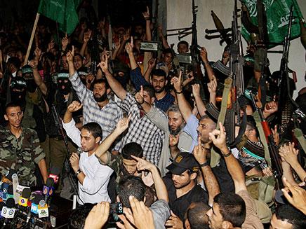 חוגגים את שחרור האסירים. ארכיון (צילום: AP)