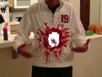 תחפושת חור בגוף לכבוד האלווין (צילום: צילום מסך ,יוטיוב)