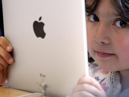 ילדה עם אייפד (צילום: אימג'בנק/GettyImages ,getty images)