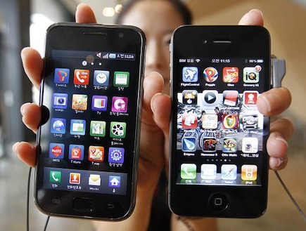 אייפון 4 ו-סמסונג גלקסי S2 (מתוך: androidfc.com)