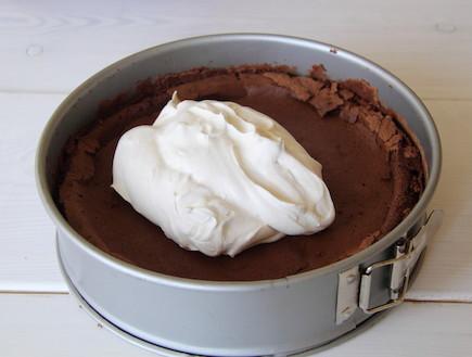 עוגת שוקולד ללא קמח עם קרם קפה 7