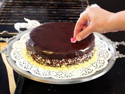 עוגה כושית עם סוכריות - שלב שני