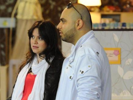 סאבלימינאל ואשתו בחודש תשיעי קונים עגלות (צילום: ברק פכטר ,mako)