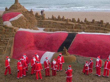 """11 מטר אורך. """"סנטה"""" ההודי (צילום: רויטרס)"""