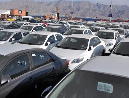 מכוניות בנמל (צילום: נעם וינד)