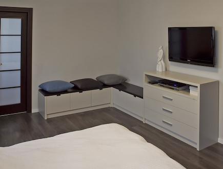 ספסל בחדר שינה הורים אחרי שיפוץ - שרון דוד2 (צילום: שירן כרמל)