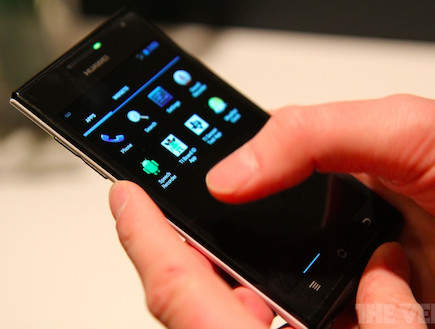 Huawei Ascend(The Verge)