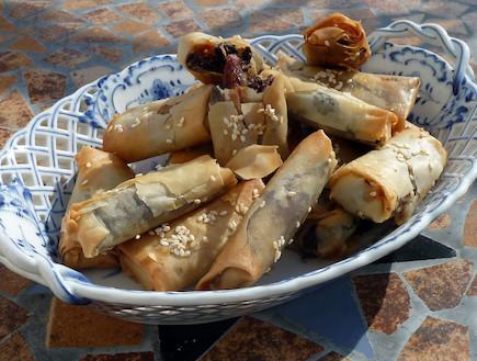 פינוקי פילו עם תמרים ופרג (צילום: עמנואל רוזנצוייג ,אוכל טוב)