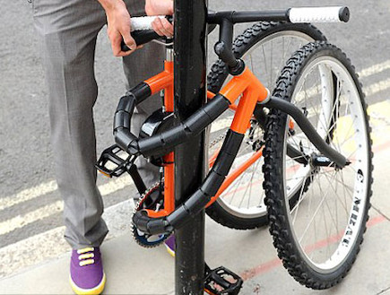 אופניים שנועלות את עצמן (צילום: dailymail.co.uk)