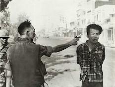 ההוצאה להורג של השבוי הווייטנאמי (צילום: אדי אדמס)