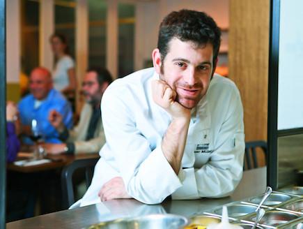 עומר מילר במסעדת שולחן