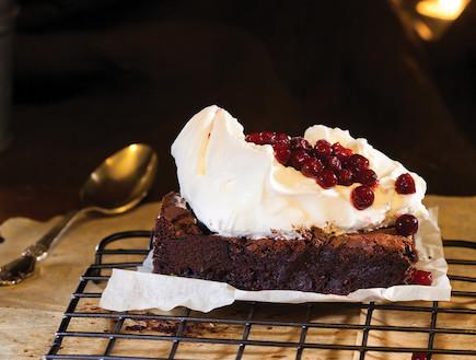 בראוניז שוקולד על השולחן (צילום: דניאל לילה ,על השולחן)