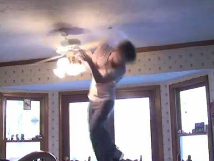 Ceiling Fan Trick Knockdown (צילום: יוטיוב  ,יוטיוב)