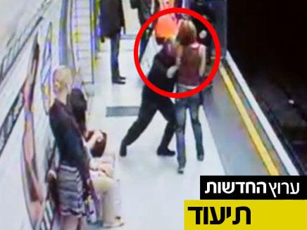 דחף אישה לרכבת התחתית בלונדון