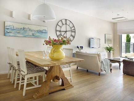 פינת אוכל ומבט לסלון אחרי שיפוץ - ענת שמעוני זינגר (צילום: גלית דויטש)