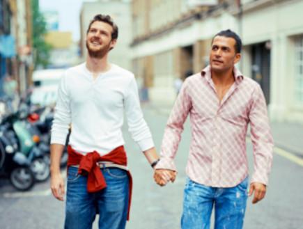 הומואים מחזיקים ידיים (צילום: אימג'בנק / Thinkstock)