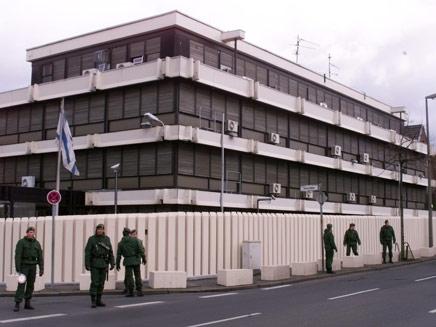 פרובוקציה בשגרירות ישראל בברלין. ארכיון (צילום: AP)