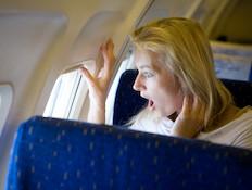 אישה בטיסה
