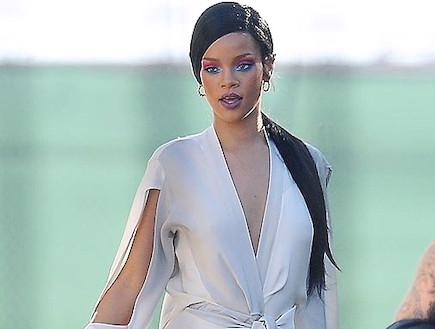 ריהאנה סטאר וורז (צילום: צילום מסך מ The Sun)