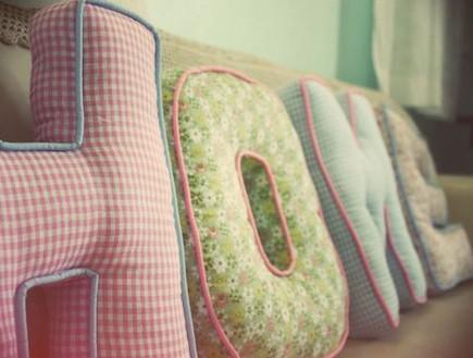 כריות אותיות מתנות לחג- HOME_199 שקלים_קרן גילן (צילום: יחסי ציבור)