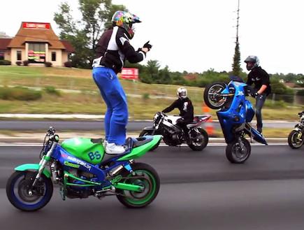 אופנוען בפייסבוק (צילום: יוטיוב )