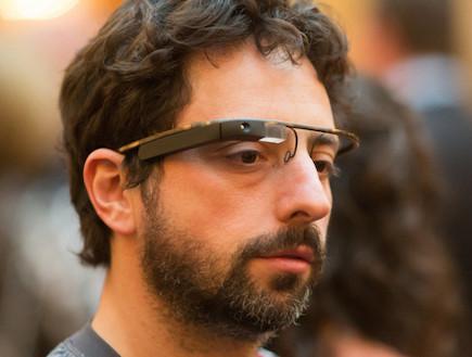 סרגיי ברין עם משקפי המחשב של גוגל