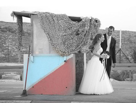 חתן וכלה במחסום