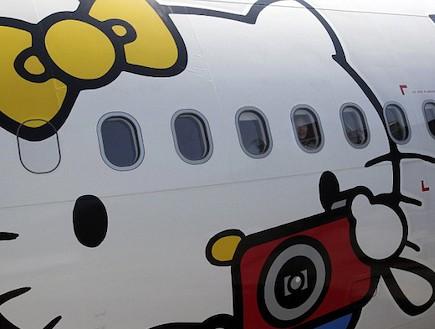 המטוס של הלו קיטי מקרוב