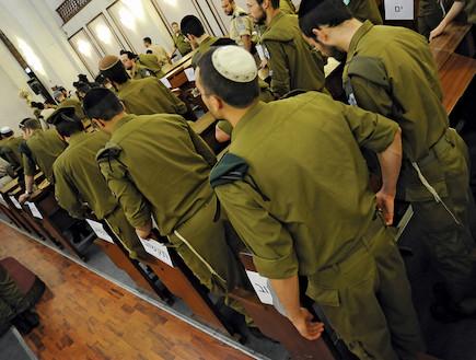 חיילים חרדים (צילום: יהונתן בן דוד, במחנה)