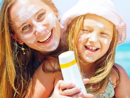 מוצרים לים - קרם הגנה (צילום: אימג'בנק / Thinkstock)